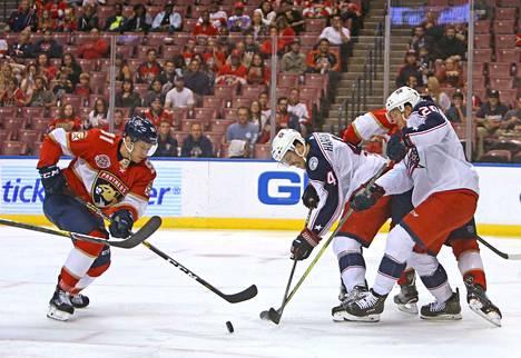 Juho Lammikko (vas.) luistelee Helsingissä uransa 9. ja 10. NHL-otteluihin.