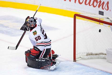 Jake Virtanen iski 2–2-tasoitusmaalin Blackhawksin maalivahdin Corey Crawfordin taakse toisessa erässä Markus Granlundin syötöstä.