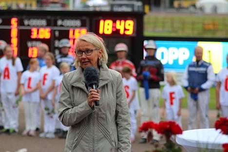 Ruotsissa raviurheilua johtava Marjaana Alaviuhkola muistuttaa, että on kyettävä tekemään myös itselle epäedullisia päätöksiä: on nähtävä, mikä on eduksi kokonaisuudelle, vaikka se ei olisi eduksi kaikille. Teivon raviradalla keskustellaan Ruotsin mallista maanantaina 5.11. alkaen kello 16.30. Voit seurata raporttia keskustelusta myös Aamulehden nettisivulta.