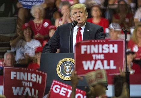 Yhdysvaltojen presidentti Donald Trump puhui keskiviikkona Floridan Fort Myersissä republikaanien kannattajille järjestetyssä vaalitilaisuudessa.