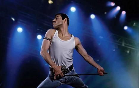 Rami Malek tekee heittäytyvää roolityötä Bohemian Rhapsody -elokuvan Freddie Mercuryna.