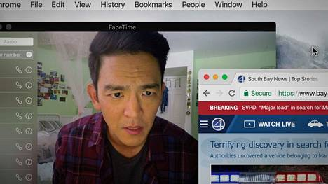 David Kimin (John Cho) 16-vuotias tytär katoaa The Searching -elokuvassa. Salaisuudet alkavat paljastua, kun isä alkaa tutkia tyttärensä tietokonetta.