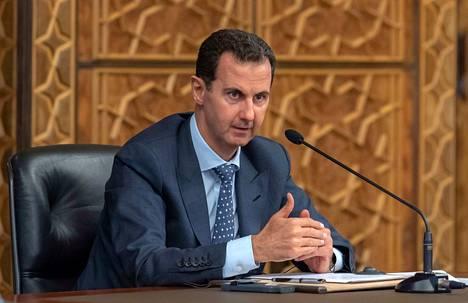 Miten äänestäisit, jos kysyttäisiin, pitäisikö Syyrian presidentin Bashar al-Assadin saada johtaa Syyriaa?