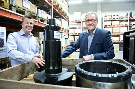 Kuvassa Jussi Rautiainen (vasemmalla) ja Harri Sjöholm vuonna 2014. Rautiainen toimi tuolloin yhtiön toimitusjohtajana ja Sjöholm hallituksen puheenjohtajana.