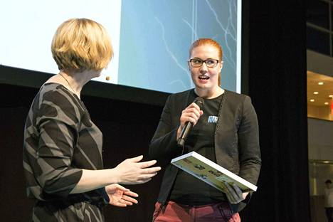 Tamperelaisen Colossal Order -peliyhtiön toimitusjohtaja Mariina Hallikainen vastaanotti Vuoden suomalainen pelinkehittäjä -palkinnon vuonna 2015. Hallikaisen tulot olivat viime vuonna reilut 185000 euroa.