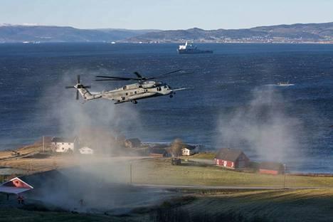 Trident Juncture sotaharjoitus on meneillään Norjassa ja suomalaisia sotilaita on mukana.