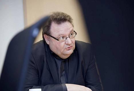 Tampereen Työväen Teatterin hallituksen puheenjohtaja Kai Hintsanen on viime aikoina saanut usein pohtia teatterinsa taloutta.