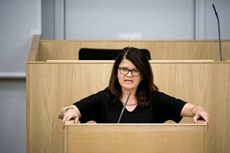 Kansanedustaja Outi Alanko-Kahiluoto pitää hyvänä sitä, että nyt vihreät voivat käydä julkista keskustelua puheenjohtajasta.