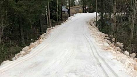 Koukkujärven tykkilumiladulla pääsee nyt hiihtämään. Tältä näytti latu torstaina iltapäivällä.