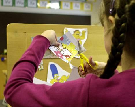 Tampereen kaupunkiseudulla keskimääräinen koulun koko on noin 370 oppilasta. Oppilasmäärä on kasvanut viime vuosina. 97 prosenttia lapsista ja nuorista opiskelee yli sadan oppilaan koulussa. Kuvituskuva.