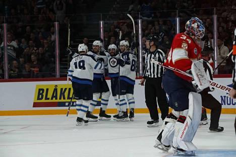 Juhlat pystyyn! Winnipeg Jets avasi Helsingin NHL-otteluiden maalihanat.