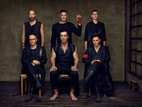 Rammstein on kuuluisa spektaakkelimaisesta lavashow'staan. Tulevalla kiertueella yhtye aikoo tehdä show'staan vielä entistäkin suuremman.