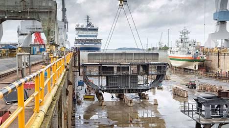 Laivanrakennusyhtiö Rauma Marine Constructions ja Puolustusvoimat ovat allekirjoittaneet aiesopimuksen neljän sota-aluksen rakentamisesta.