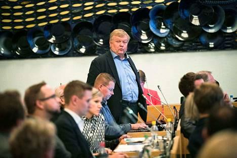 Erkki Axén menetti luottamuksensa Tampereen Vuokra-asuntojen hallituksen puheenjohtajana. Nyt kaupunki vaihtaa kaikki edustajansa yhtiön hallituksessa.