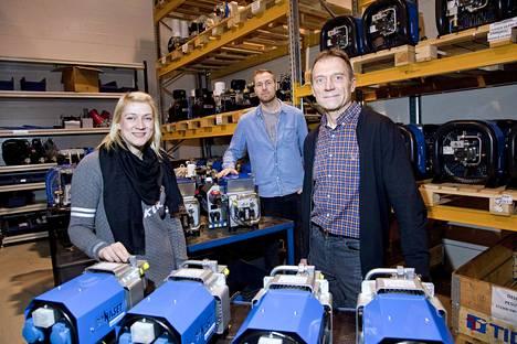 Dynaset on vuonna 1986 perustettu ylöjärveläinen perheyritys, joka valmistaa muun muassa hydrauligeneraattoreita. Kuvassa yrityksen perustaja ja toimitusjohtaja Reijo Karppinen (oik.), suunnittelija Atte Karppinen ja myyntipäällikkö Anni Karppinen.