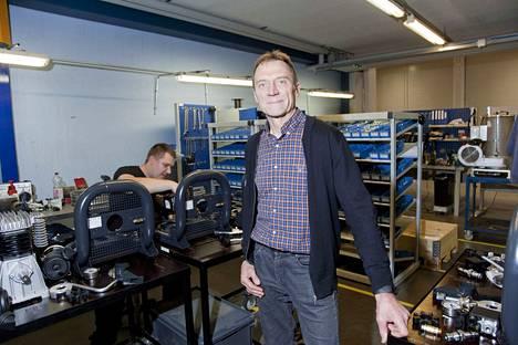 Autoinsinööri Karppinen perusti Dynasetin vuonna 1986. Alkuvuosina yritys toimi miehen omassa autotallissa.