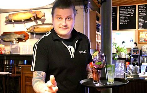 Kaunis lasi ja jäät sekä tietenkin asianmukainen tarjoilu ovat Jamppa Järvisen mukaan olennainen osa onnistunutta cocktail-kokemusta.