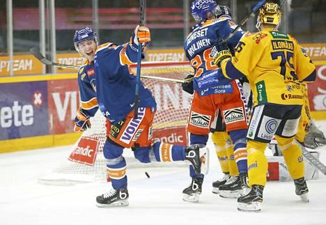 Anton Levtchi ratkaisi perjantain koitoksen voittomaalikisassa. Tamperelaiset nousivat parin maalin takaa voittoon.