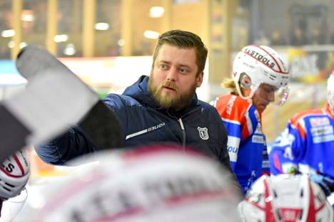Niko Härkönen on huolissaan joidenkin kärkipelaajien suorittamisesta, vaikka ottaa tietenkin kokonaisvastuun joukkueen pelaamisesta.