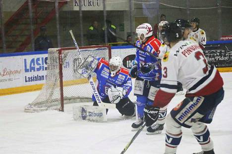 Kauden ensimmäinen nollapeli. Maalivahti Paavo Hölsä oli liian vaikea ohitettava Peliitoille lauantai-iltana Heinolassa.