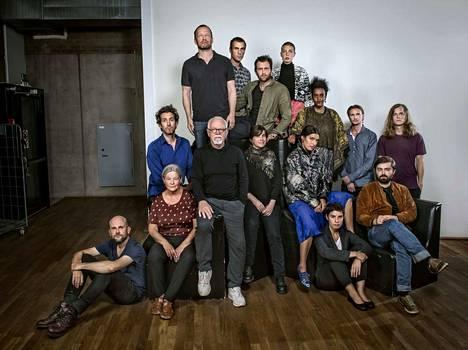 Mats Gustafssonin (ylimpänä) Fire! Orchestra on julkaissut kolme albumia. Tampereella kokoonpanosta nähtiin 13-jäseninen versio.
