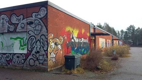 Yksi Nokian kosteusvaurioista kärsivistä koulurakennuksista on vanha Myllyhaan koulu. Oppilaat ovat nyt väistötiloissa Harjuniityn koululla.
