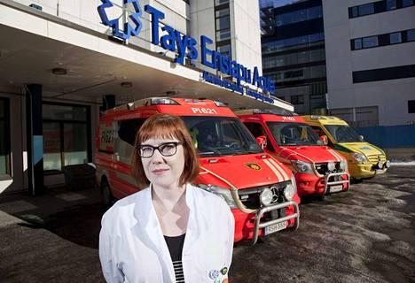 Acutan vastuualuejohtaja Satu-Liisa Pauniaho kertoo, että korkeakuumeista virustautia esiintyy nyt etenkin lapsilla.