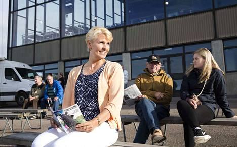 Pia Blom-Johansson eroaa yllättäen Vermon raviradan toimitusjohtajan  paikalta.