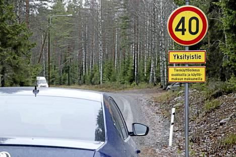 Ylöjärven yhdyskuntatekniikan päällikkö myönsi viime vuoden joulukuussa Hopeatien yksityistiekunnalle luvan rajoittaa liikennöintiä tiellä.