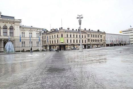 Sandbergin talo Raatihuoneen naapurissa kuuluu Tampereen keskustan maamerkkeihin.