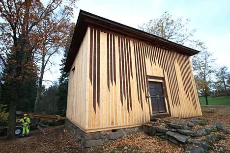 Messukylän lainaviljamakasiini on rakennettu vuonna 1846. Kesän ja syksyn aikana sen seinät on entisöity. Työtä on tehty vanhaa kunnioittaen. Esimerkiksi kivijalan ja portaiden kiviä ei ole saanut siirtää yhtään.
