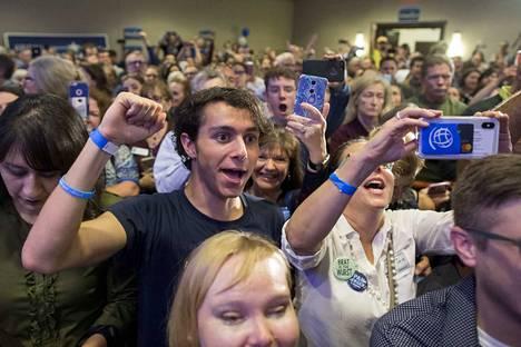 Virginiasssa hurrattiin, kun demokraatti Abigail Spanberger voitti paikan edustajainhuoneessa.