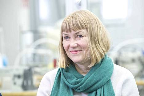 Työelämäprofessori Pirjo Kääriäinen työskentelee Aalto-yliopistossa Ioncell-kuidun tutkimuksen parissa. Vuoteen 2006 asti hän työskenteli Finlaysonilla Tampereella. Siellä kertyi yhteensä 18 työvuotta.