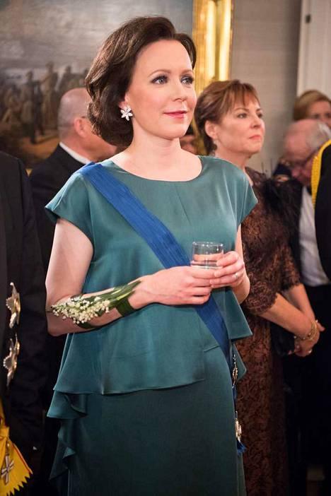 Rouva Jenni Haukio pukeutui viime vuonna itsenäisyydenpäivän vastaanotolla Heidi Karjalaisen suunnittelemaan pukuun.