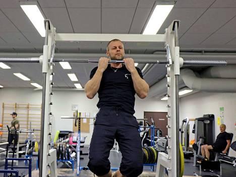 Leuanveto on omanlaisensa voimailulaji. Vaikka Marko Mäkinen kilpaili viimeksi sarjassa alle 90 kiloa, ei hänen normaalipainonsa tällä hetkellä ole kovin paljon päälle 80 kiloa.