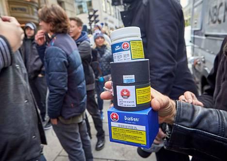 Kanadassa kannabis-tuotteiden viihdekäyttö tuli lailliseksi lokakuun puolivälissä. Kannabispakkauksia näkyi heti Montrealin kaduilla.