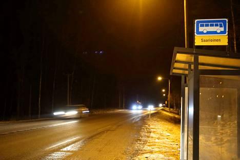 Tällä hetkellä vanhan kolmostien valaistus päättyy Valkeakosken puolella Saarioisten kohdalle.