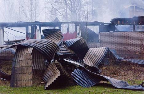 Iso omakotitalo tuhoutui palossa täysin.