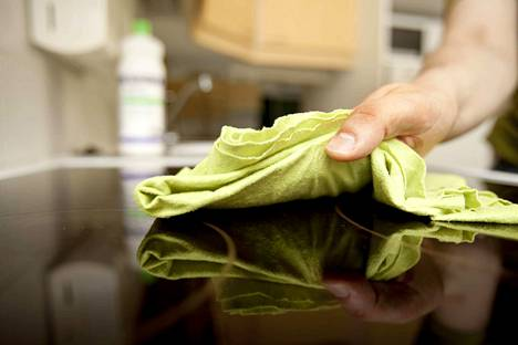 Mikrokuituliina on tehokas siivousväline. varsinkin, jos sen taittelee oikein.