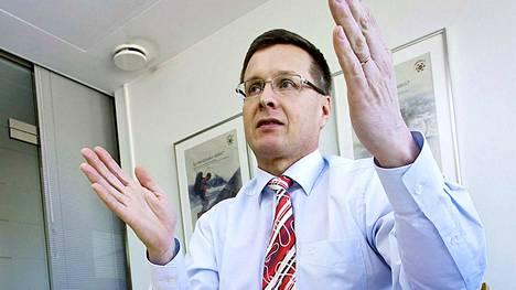 Autoalan Keskusliiton toimitusjohtaja Pekka Rissa kertoo, että autovero lisää tällä hetkellä uuden auton hintaan keskimäärin 6500 eurolla.