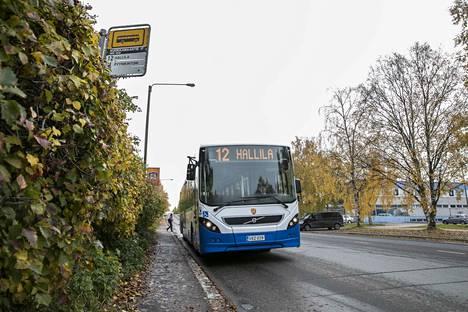 Bussilla matkustaminen voi näinä aikoina olla ihan terävä idea, sillä se säästää kummasti hermoja verrattuna yksityisautoiluun keskustassa.
