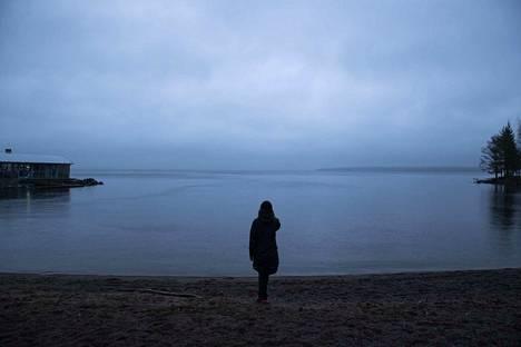 Kaupinojan rannassa harmaaseen taittui ripaus sinistä maanantaina hieman ennen kello neljää iltapäivällä