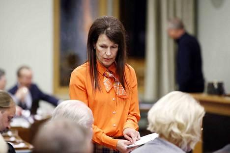 Sosiaalidemokraattisen valtuustoryhmän puheenjohtaja Arja Laulainen piti veronkorotusta oikeudenmukaisena tapana tasapainottaa lähes 10 miljoonalla eurolla alijäämäistä alkuperäistä budjettiesitystä.