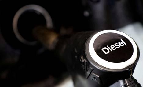 Tiistaiaamuna dieselveron poistoa ajaneella kansalaisaloitteella oli jo yli 76 500 kannattajaa.