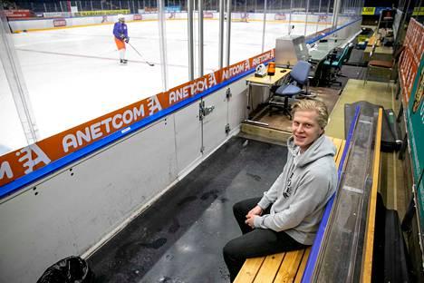 Teemu Lepaus on edustanut urallaan Tampereen Ilvestä ja Itävallan kakkosliigassa pelannutta EHC Lustenauta. Mikä hauska yksityiskohta yhdistää näitä kahta seuraa? Löydät vastauksen Lehtinen-podcastin uudesta jaksosta.