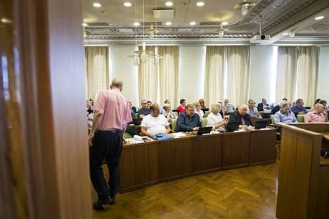 Porin valtuusto hyväksyi maanantaina kaupunginhallituksen esityksen veronkorotuksesta. Kokous venyi kahdeksannelle tunnille.