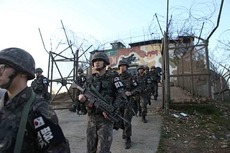 Etelä-Korean sotilaat jättivät demilitarisoidulla vyöhykkeellä olevan vartiopaikan Pohjois-Korean kanssa tehdyn sopimuksen mukaisesti 2. marraskuuta.