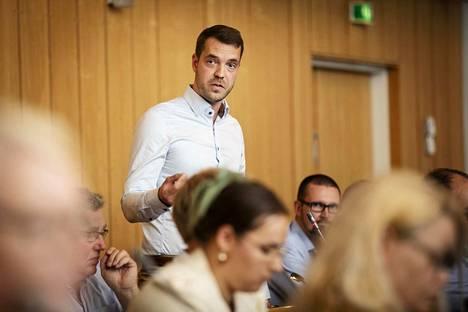 Keskustan valtuustoryhmän puheenjohtaja Jouni Ovaska pyrkii eduskuntaan.