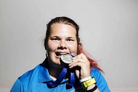 Helena Leveelahti otti kesällä hopeaa nuorten MM-kisoissa.