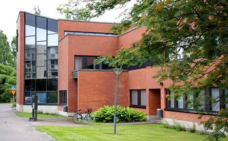 Nokian seurakunta on tutkinut omistamiensa rakennusten kuntoa, ja kuvassa olevasta seurakuntakeskuksesta on löytynyt sisäilmaan vaikuttavia riskitekijöitä.